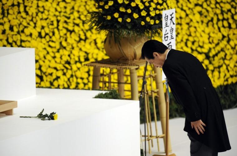 Image: World War II memorial service at Nippon Budokan Hall