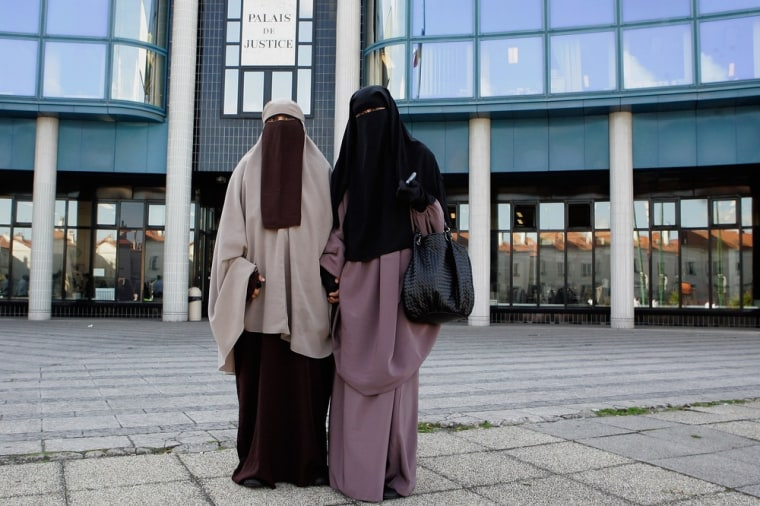 Image: First muslim women fined for wearing a burqa in France