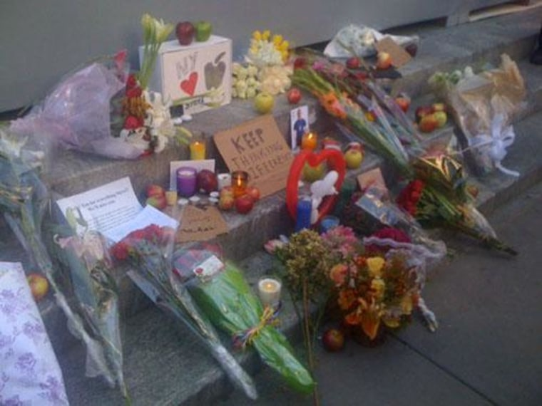 New Yorkers place flowers, notes and apples outside the Apple store at Fifth Avenue to pay respect to Steve Jobs.