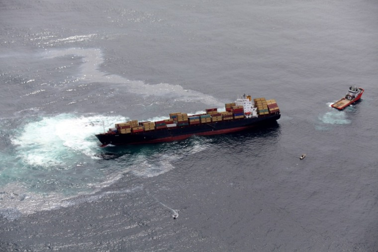 Image: Oil leaking from stricken ship off New Zealand