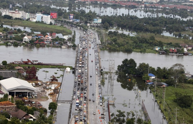 Image: An aerial view of residents and vehicles being evacuated from a flooded area in Pathum Thani province