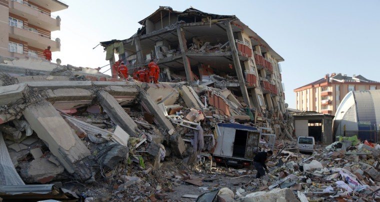 Image: Rescue workers at quake site