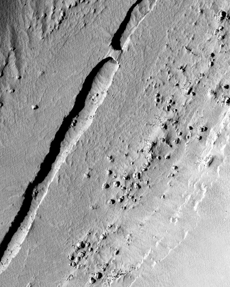 Image: Trough running down the center of a valley on Mars