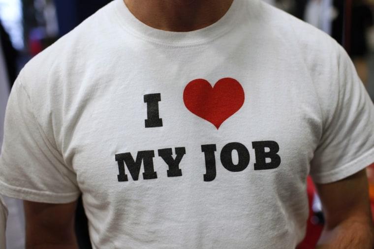 Man at job fair (©Mike Segar/Retuers)