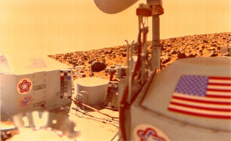 Viking 2 Lander image (Nov. 2, 1976) shows the rocks of Utopia Planitia in background.