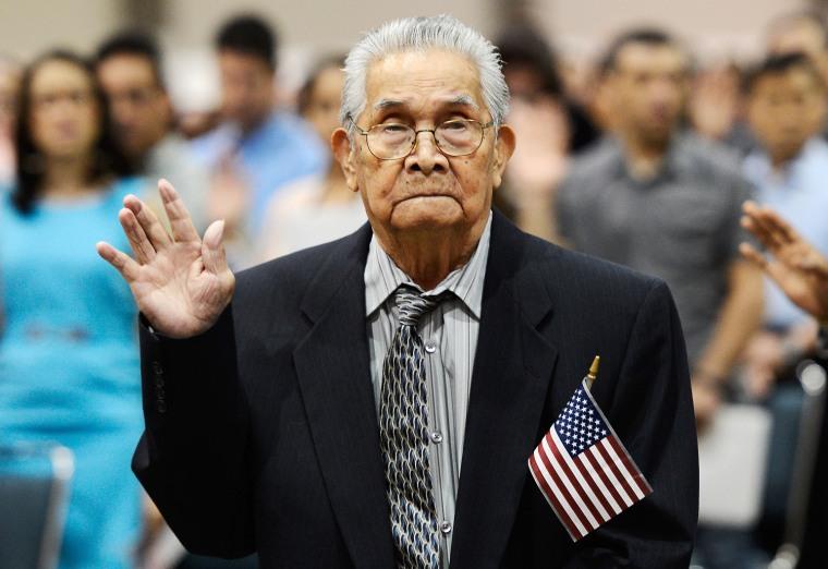Image: Joaquin Arciago Guzman, 102, becomes a US citizen