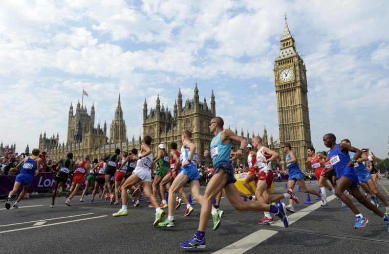 Image: Athletes run in front of Big Ben and the