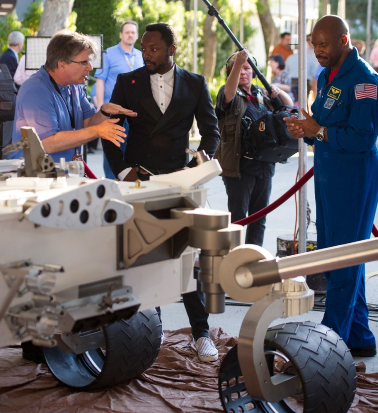 Image: NASA's Jet Propulsion Lab Holds Viewing Of Mars Curiosity Rover Landing