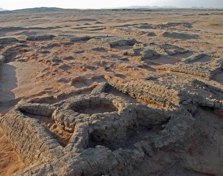 Among the discoveries are pyramids with a circle built inside them and cross-braces connecting the circle to the corners of the pyramid. Outside of Sedeinga only one pyramid is known to have been built in this way.