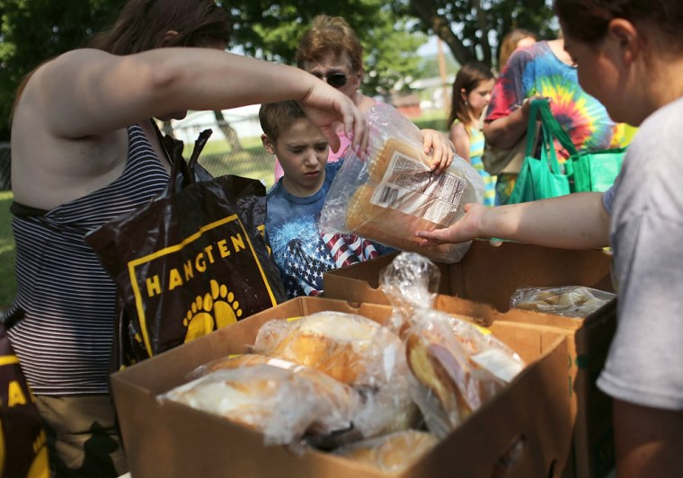Image: Mobile food pantry serves the needy in upstate New York