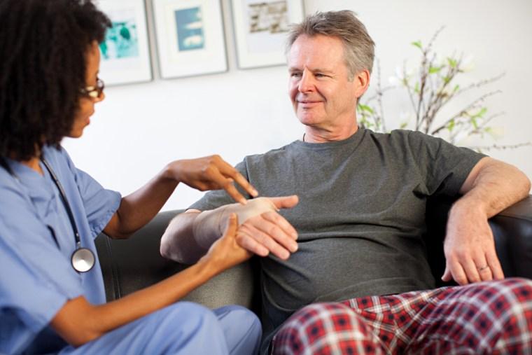 Image: Nurse visiting man with wrist injury