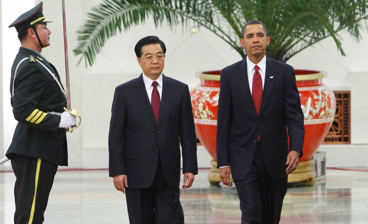 Image: U.S. President Barack Obama (R) inspects a guard of honor along with Chinese President Hu Jintao