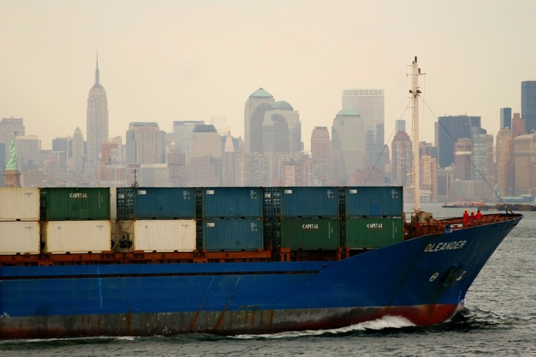 Image: Container ship passes NYC skyline