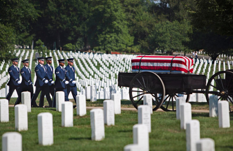 Image: U.S. Tombstones at Arlington National Cemetery, Where Many Graves Are Likely Mismarked
