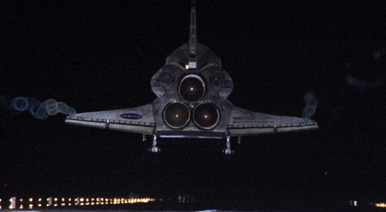 Image: Space shuttle Endeavour lands at the Kennedy Space Center in Cape Canaveral