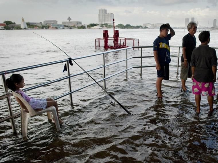 Image: Floods next to the Chao Praya river in Bangkok, Thailand