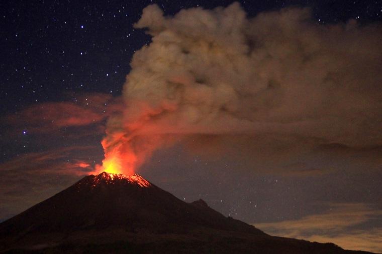 Image: Mexico's Popocateptl volcano erupts