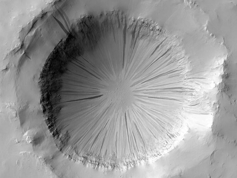 Image: crater in Arabia Terra