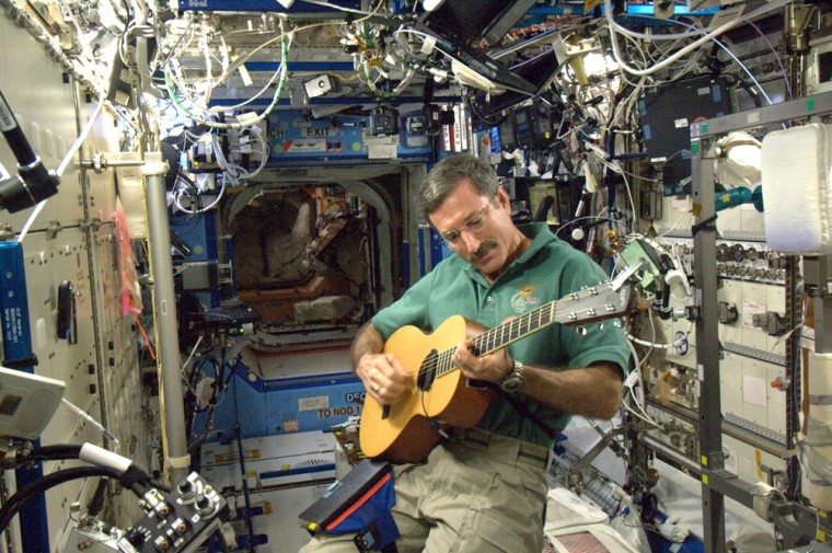 Image: guitar in spave