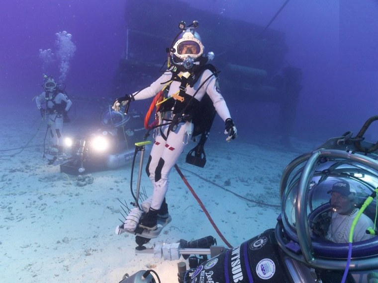 nasa underwater training - 760×570