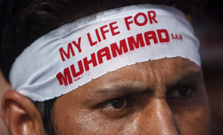 Image: A Shi'ite Muslim wears a headband during a protest march towards the U.S. Consulate during an anti-American protest rally organized by the Imamia Students Organization (ISO) and Majlis-e-Wahdat-e-Muslimeen  (MWM) in Karachi