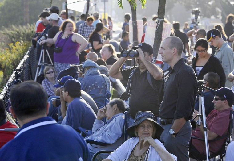 Image: Spectators wait for space shuttle Endeavour to arrive at the Los Angeles International Airport, in El Segundo