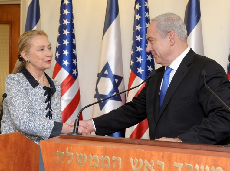 Image: Clinton says it is essential to de-escalate Gaza conflict