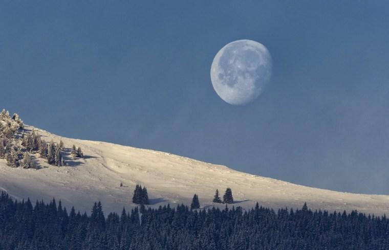 Image: Moon sets, sun rises in Switzerland