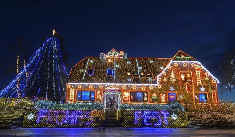 Image: A house is illuminated ahead of Christmas in Buecken, Lower Saxony