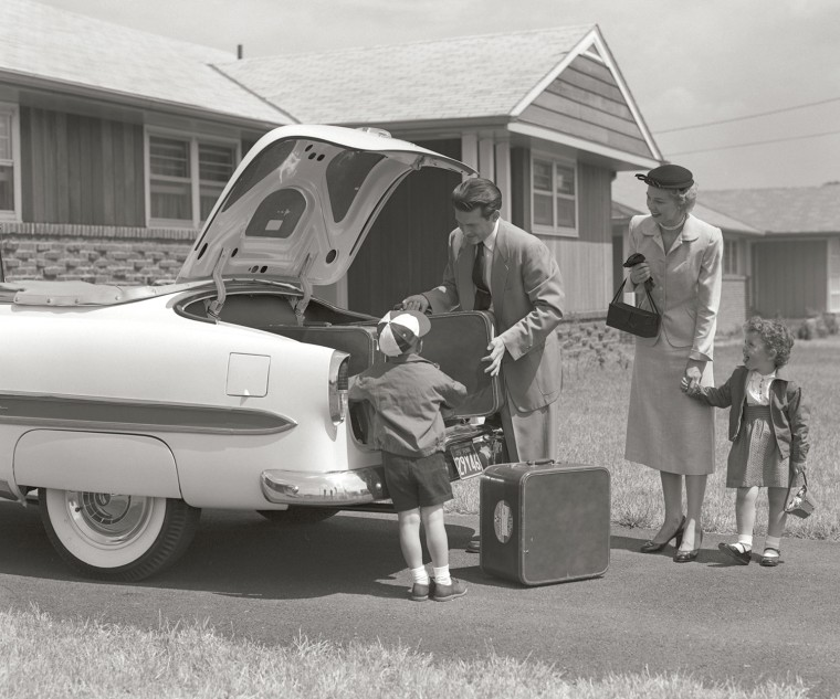 1950s FAMILY PACKING TRUNK OF 1953 CHEVROLET WITH SUITCASES  /H. ARMSTRONG ROBERTS/CLASSICSTOCK/Everett Collection