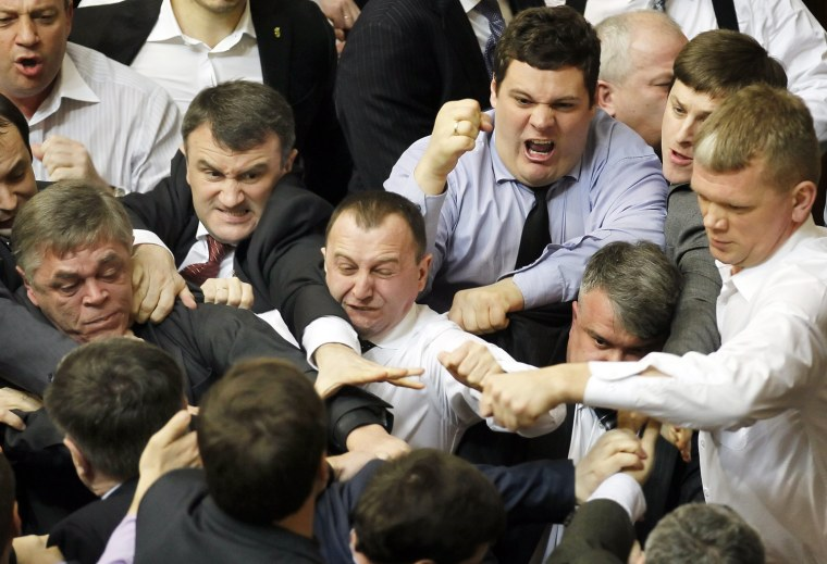 Image: Opposition lawmakers clash with pro-presidential majority