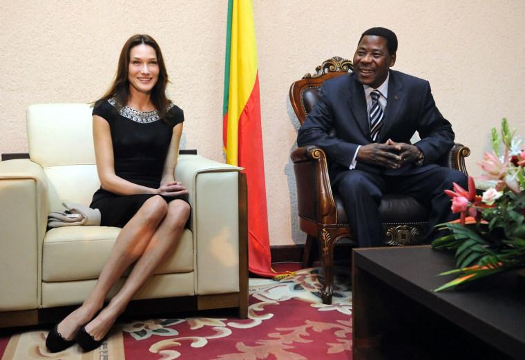 Benin President Thomas Yayi Boni (R) spe