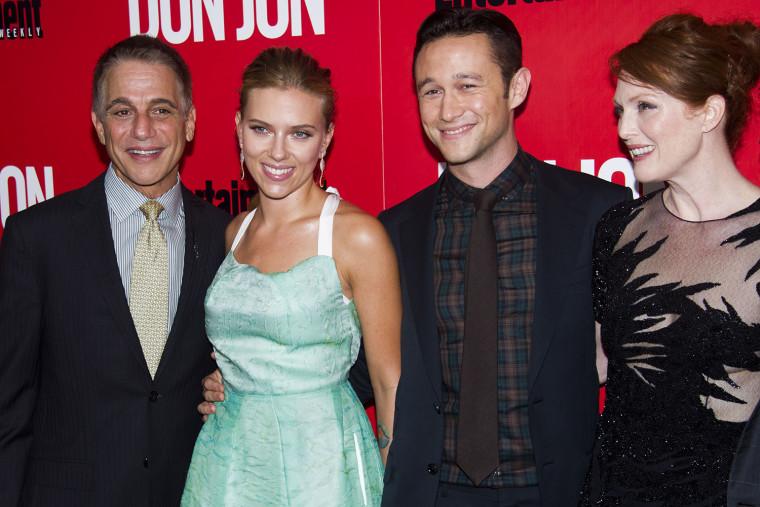 Image: Tony Danza, Joseph Gordon-Levitt, Scarlett Johansson, Julianne Moore