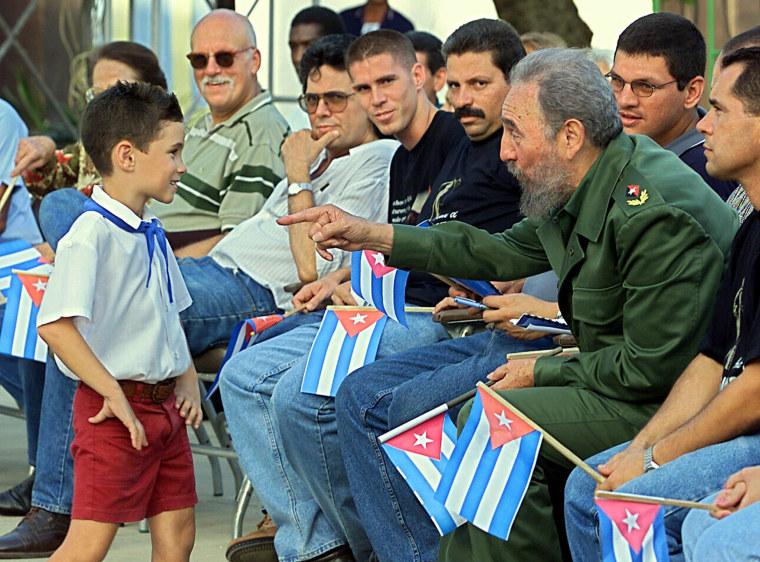 Cuban president Fidel Castro (2nd R) tal