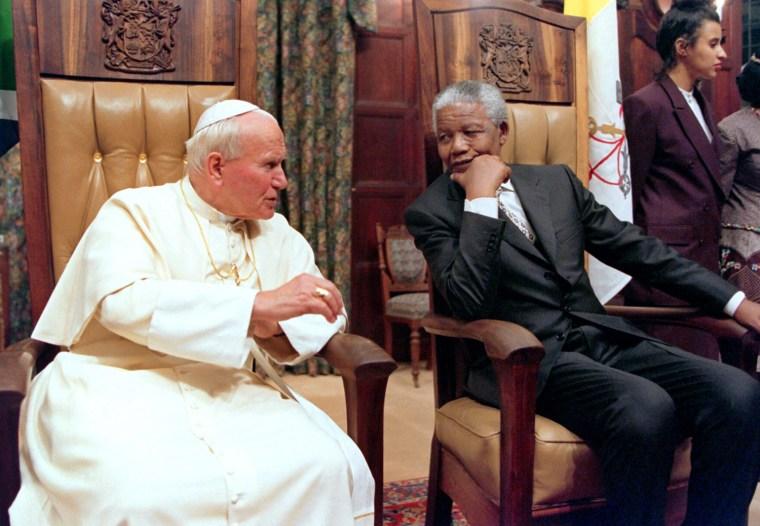 Image: SAFRICA-POPE-MANDELA-OBIT-FILES