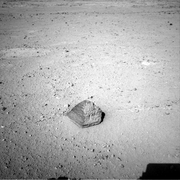 Image: Mars Rover To Examine Rock