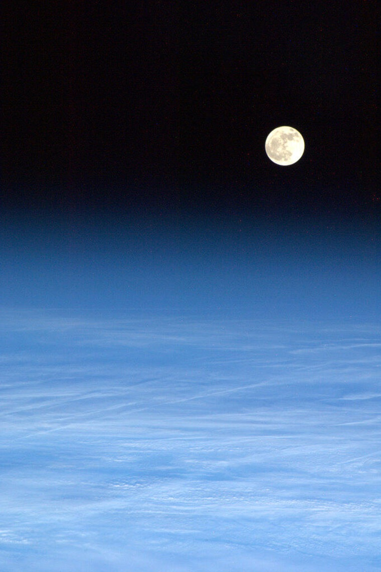 Image: US-SPACE-ISS-MOON