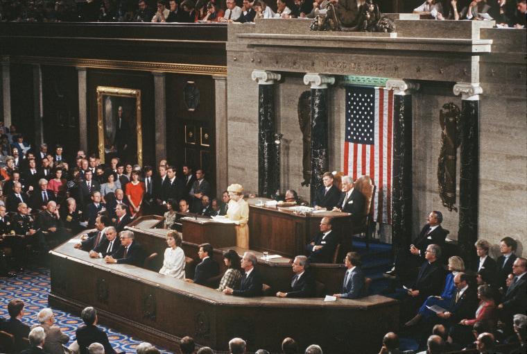 Queen Elizabeth 11 addressing the Congress in Washington, USA in 1991.  Photo.  Anwar Hussein