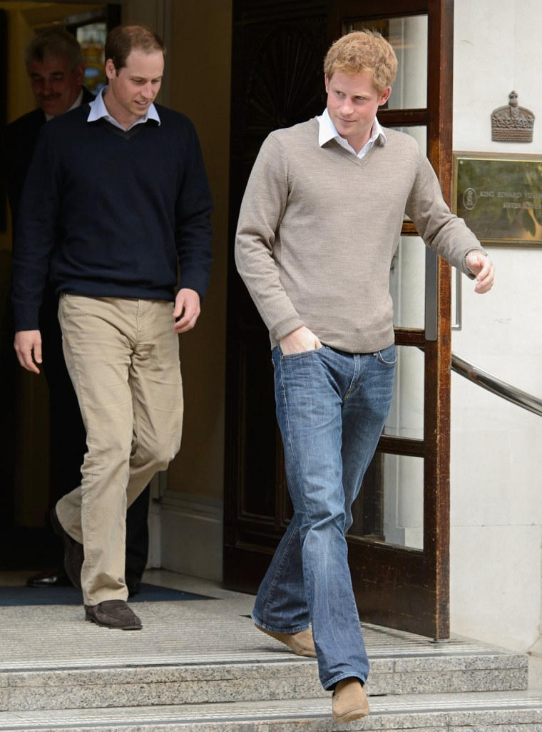 Image: Britain's Prince Harry (R) and Prince Wi
