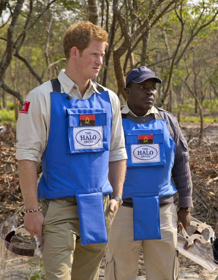 Image: ANGOLA-BRITAIN-CONFLICT-ROYALS-LANDMINES