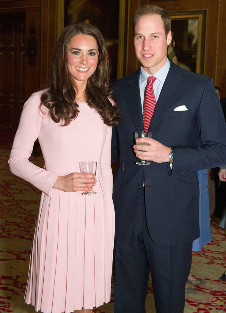 Image: Britain's Prince William and his wife Catherine, Duchess of Cambridge (Kate Middleton)