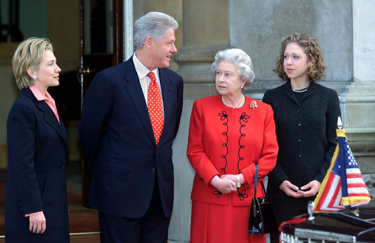 US President Bill Clinton (2ndL) talks with Queen