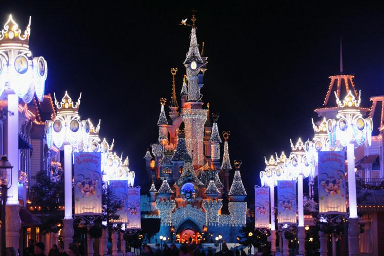 Image: Disneyland Paris Magic Christmas Season Launch - Holiday Lights Around The World