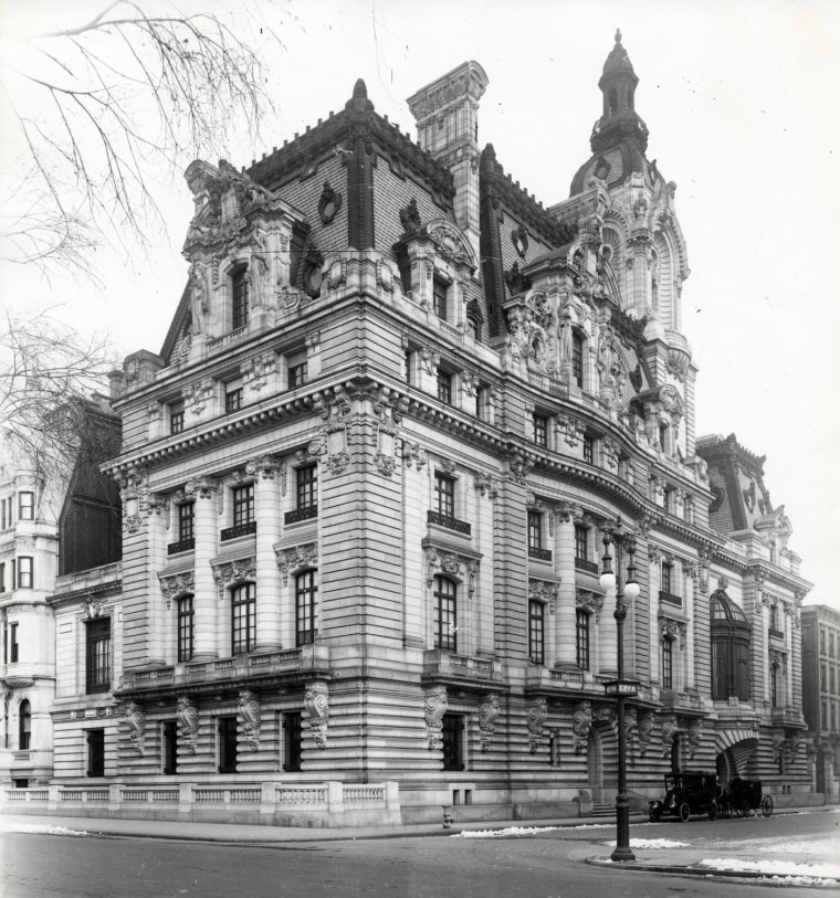 The home of Sen. William Andrews Clark at Fifth Avenue and 77th Street, which stood from approximately 1907 to 1927. Not for re-use without permission of The New-York Historical Society.