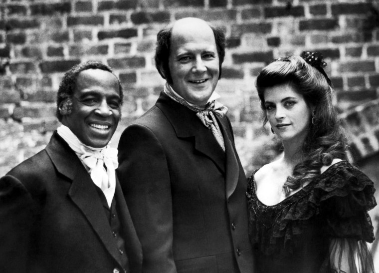 NORTH AND SOUTH, Robert Guillaume, David Ogden Stiers, Kirstie Alley, 1985. © Warner Bros. / Courtesy: Everett Collection