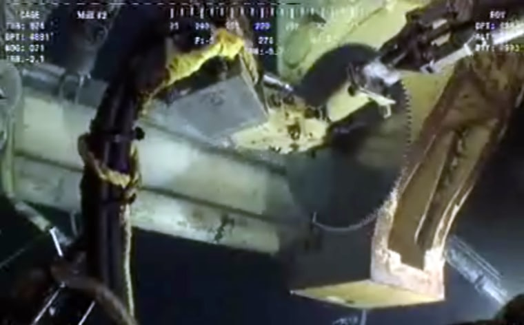 Deepwater Horizon rig oil hits land