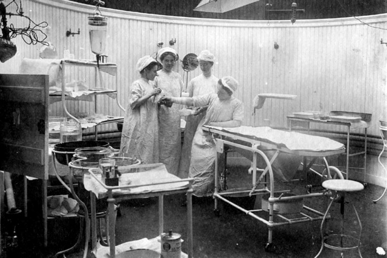 Army contract nurses, General Hospital, Santiago, Cuba, Spanish-American War, 1899.  Women In Military Service For America Memorial Foundation, Inc. (Rose Heavren Collection, gift of Mary H. Budds)