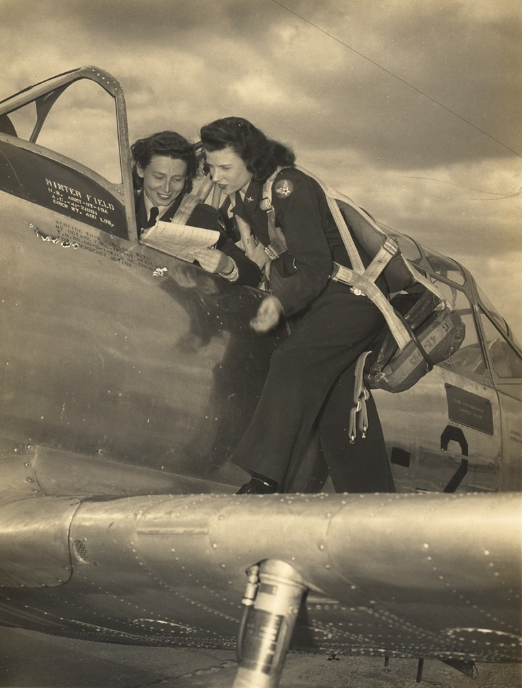 WASP test pilots Mardo Crane and Twila Edwards, Minter Field, California, April 1944.  Twila Edwards Collection, Gift of Cheryl Miller,  Women In Military Service For America Memorial Foundation, Inc.