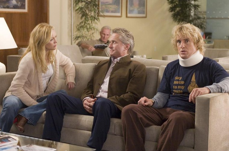 You, Me and Dupree (2006) (L to R) Molly (KATE HUDSON), her doting father Mr. Thompson (MICHAEL DOUGLAS) and recently-wounded Dupree (OWEN WILSON) visit the ER.