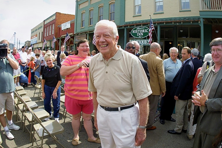 Image: Former U.S. president Jimmy Carter wanders through